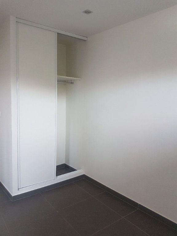 Appartement à louer 4 108m2 à Hazebrouck vignette-4