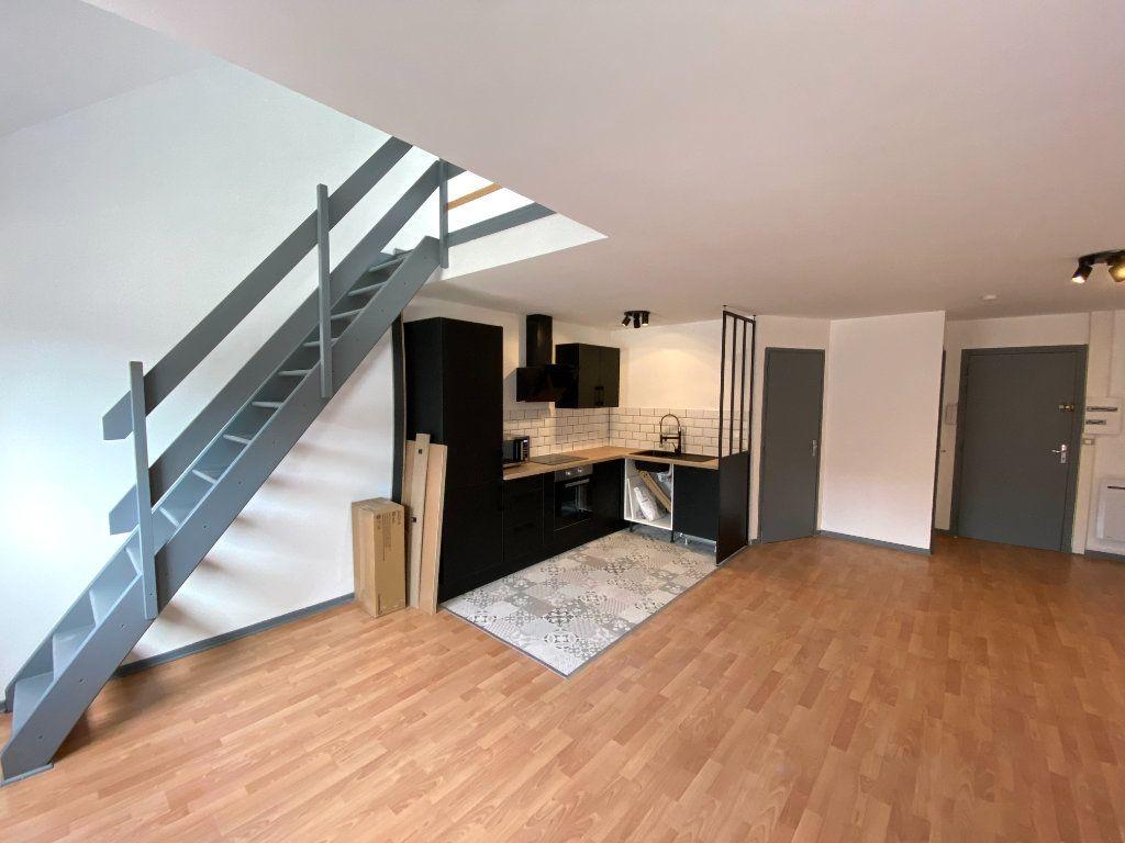 Appartement à louer 2 58m2 à Armentières vignette-2