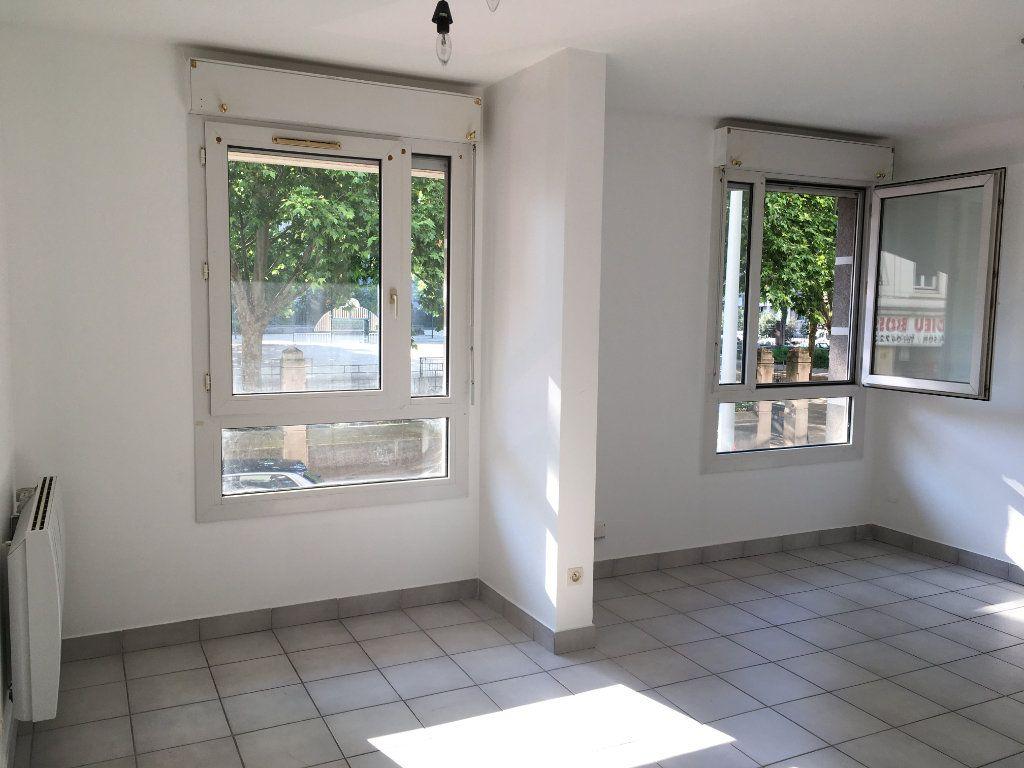 Appartement à louer 1 28.8m2 à Lyon 3 vignette-1