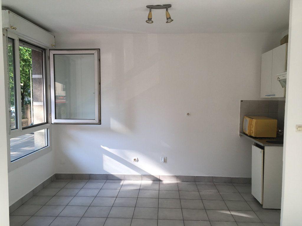Appartement à louer 1 28.8m2 à Lyon 3 vignette-2