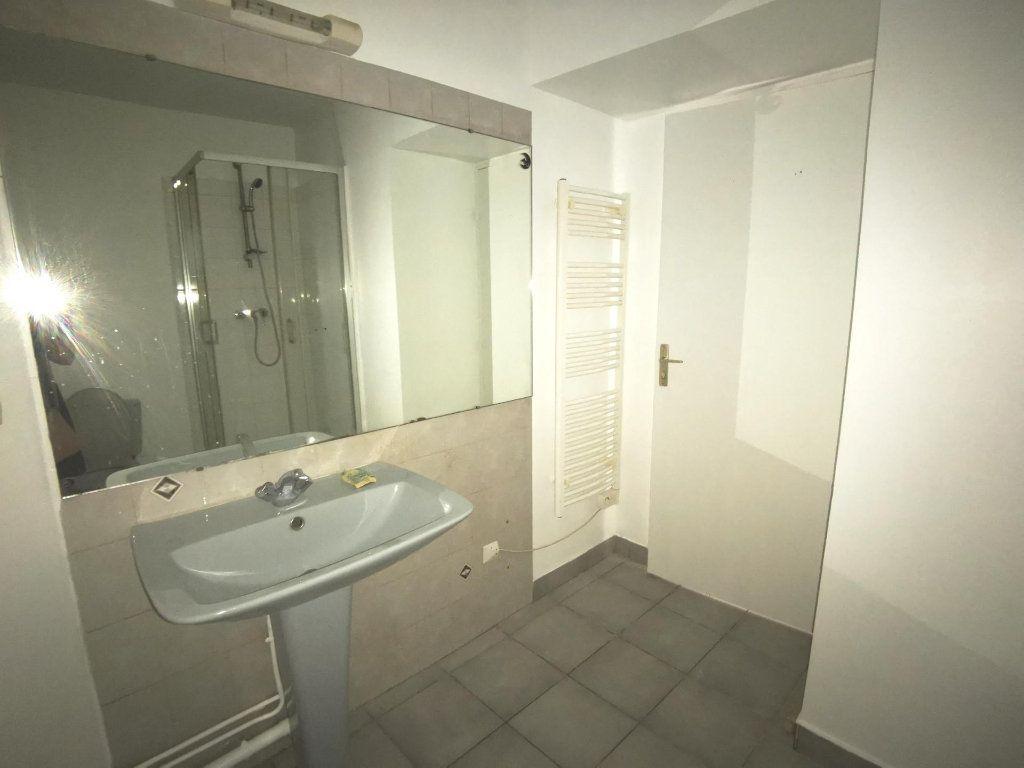 Appartement à louer 1 28.8m2 à Lyon 3 vignette-3