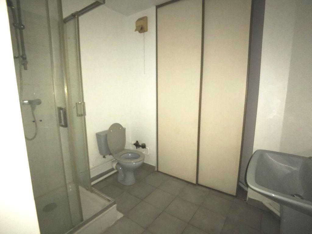 Appartement à louer 1 28.8m2 à Lyon 3 vignette-4
