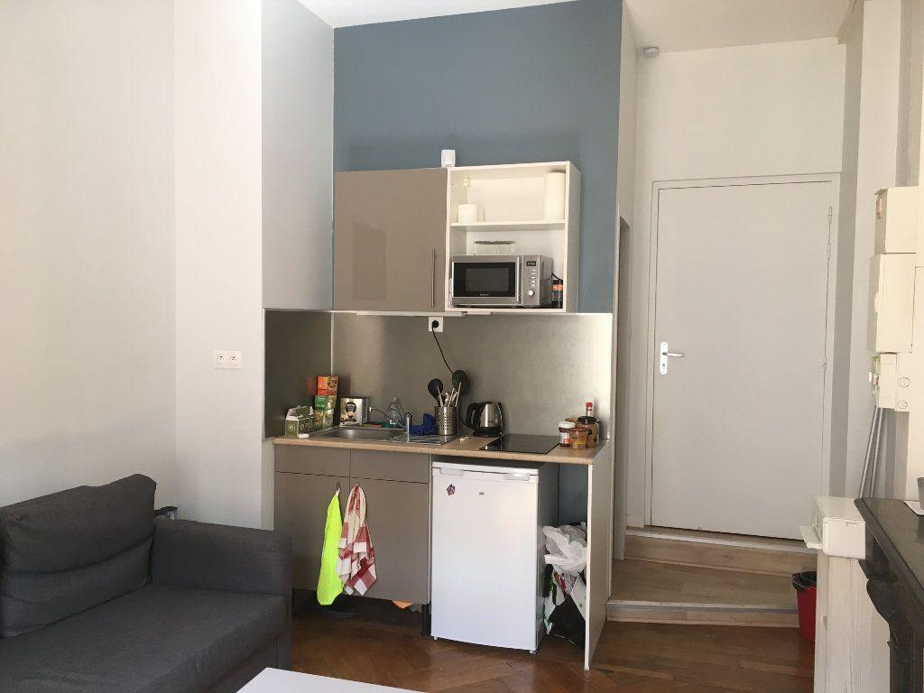 Appartement à louer 1 19.86m2 à Lyon 3 vignette-2