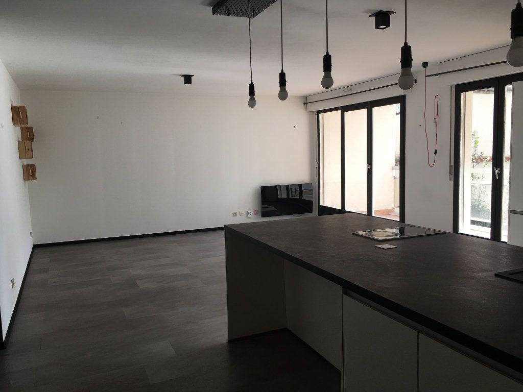 Appartement à louer 2 58.05m2 à Lyon 3 vignette-5