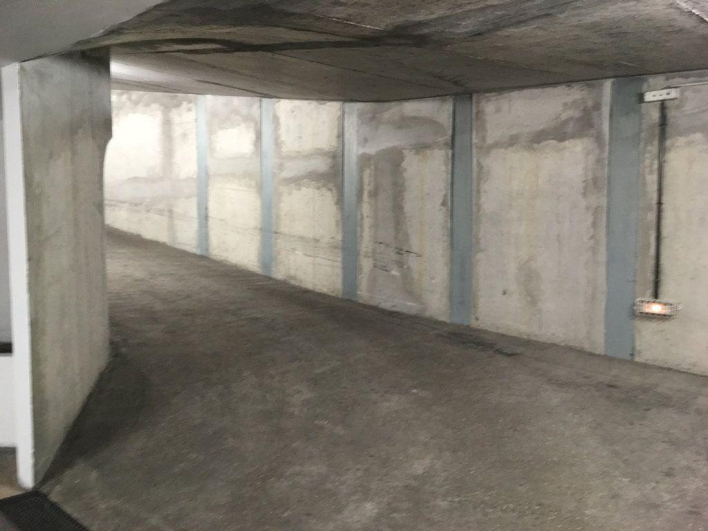 Stationnement à louer 0 0m2 à Lyon 3 vignette-6