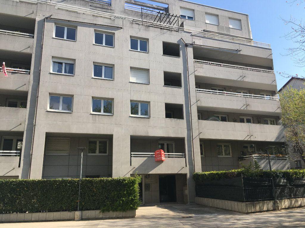 Appartement à louer 2 44.64m2 à Lyon 3 vignette-1