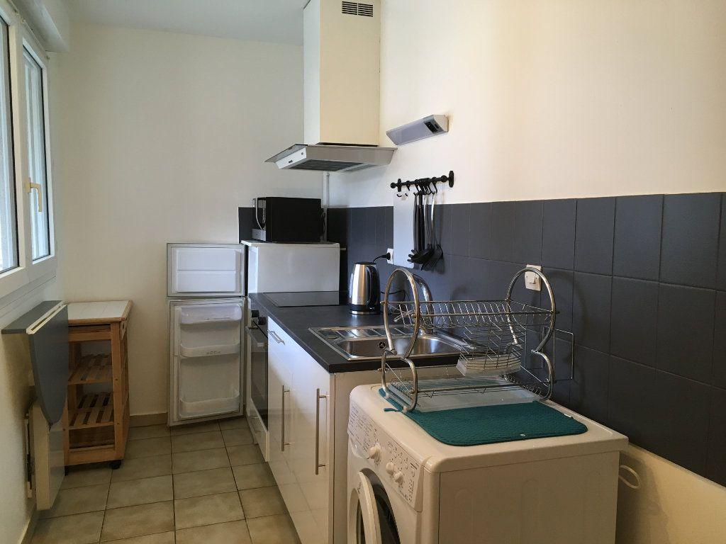 Appartement à louer 2 44.64m2 à Lyon 3 vignette-4