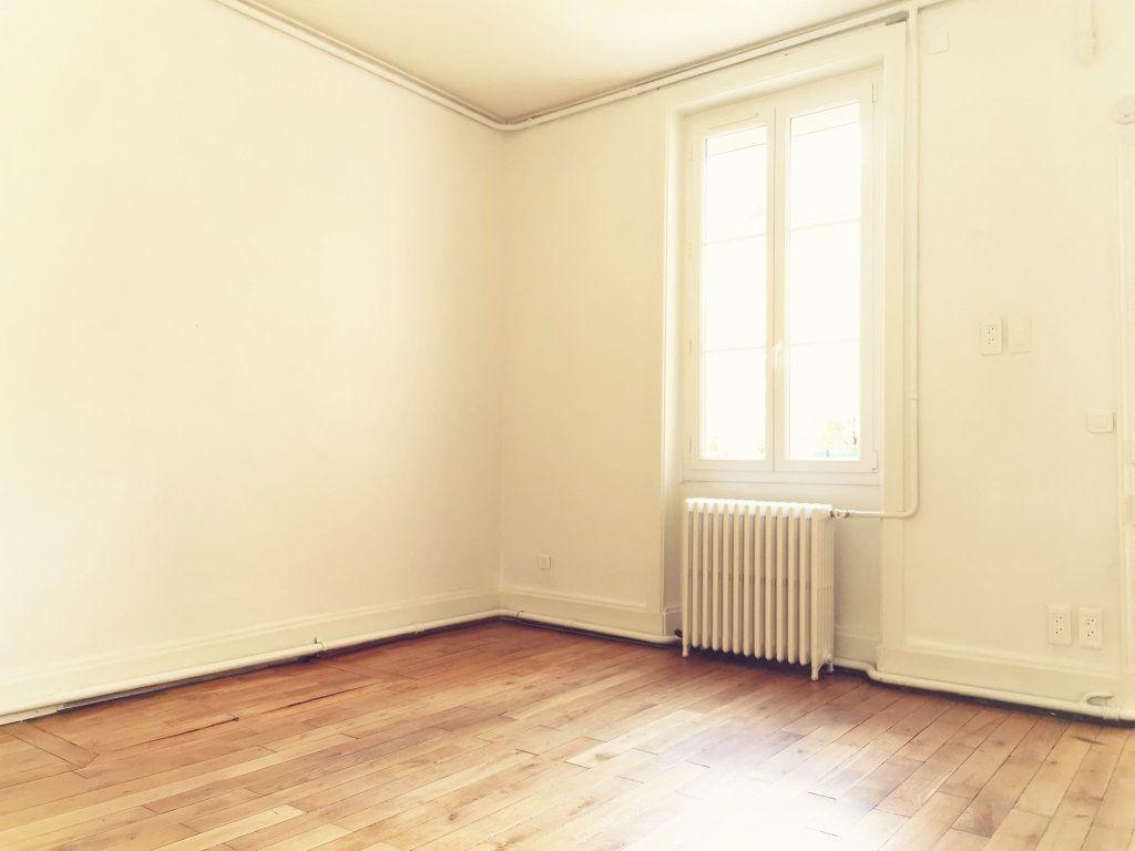 Appartement à louer 2 48.82m2 à Lyon 3 vignette-1