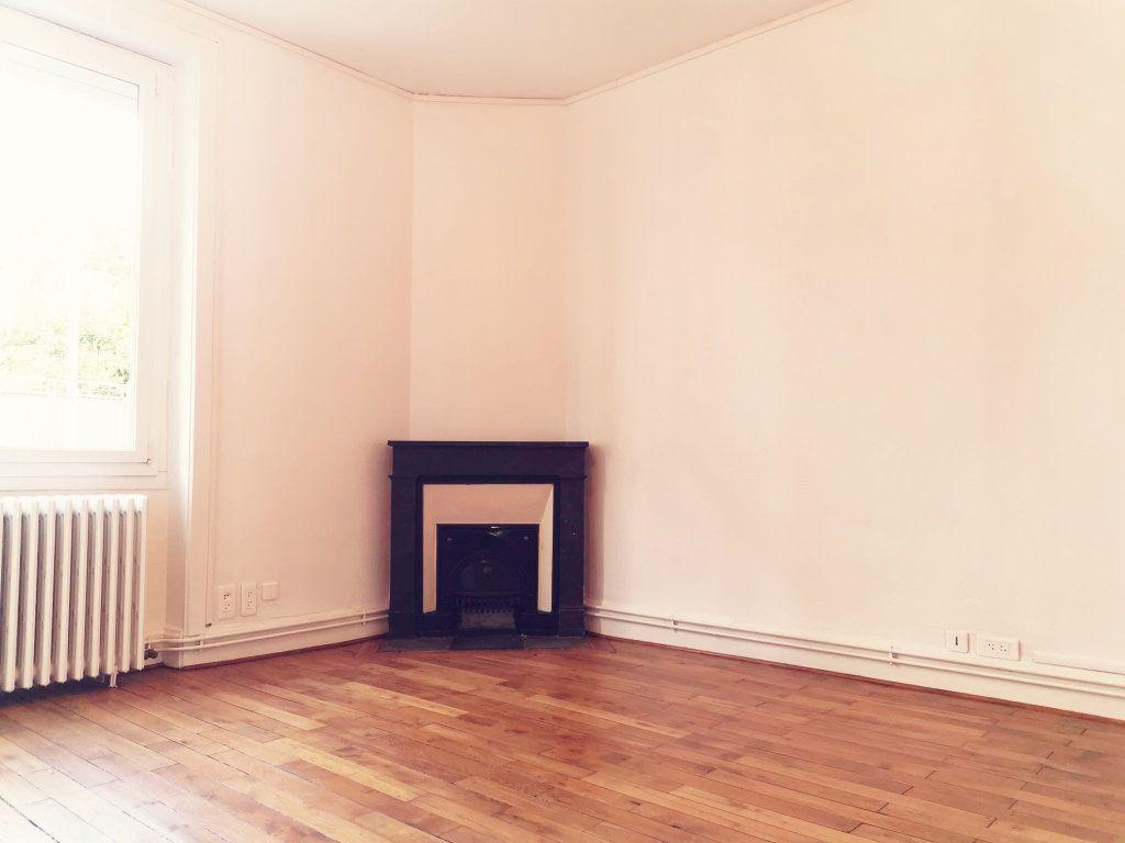 Appartement à louer 2 48.82m2 à Lyon 3 vignette-2