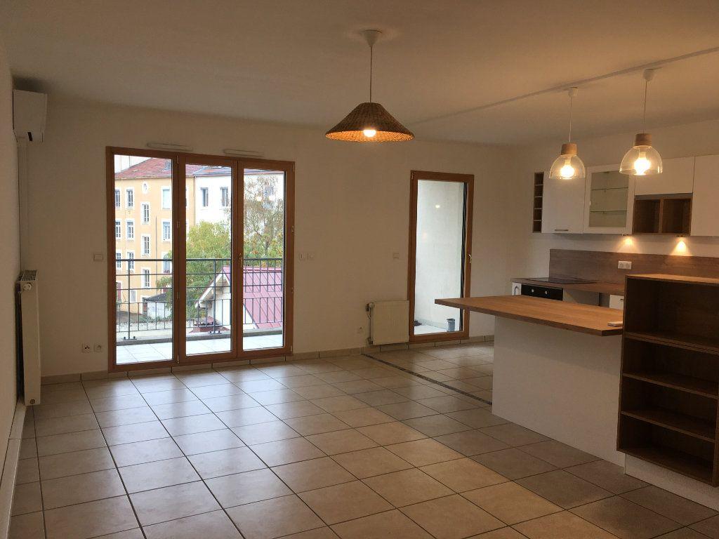 Appartement à louer 3 75.5m2 à Lyon 3 vignette-1