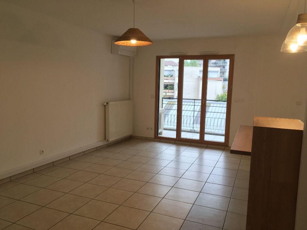 Appartement à louer 3 75.5m2 à Lyon 3 vignette-5