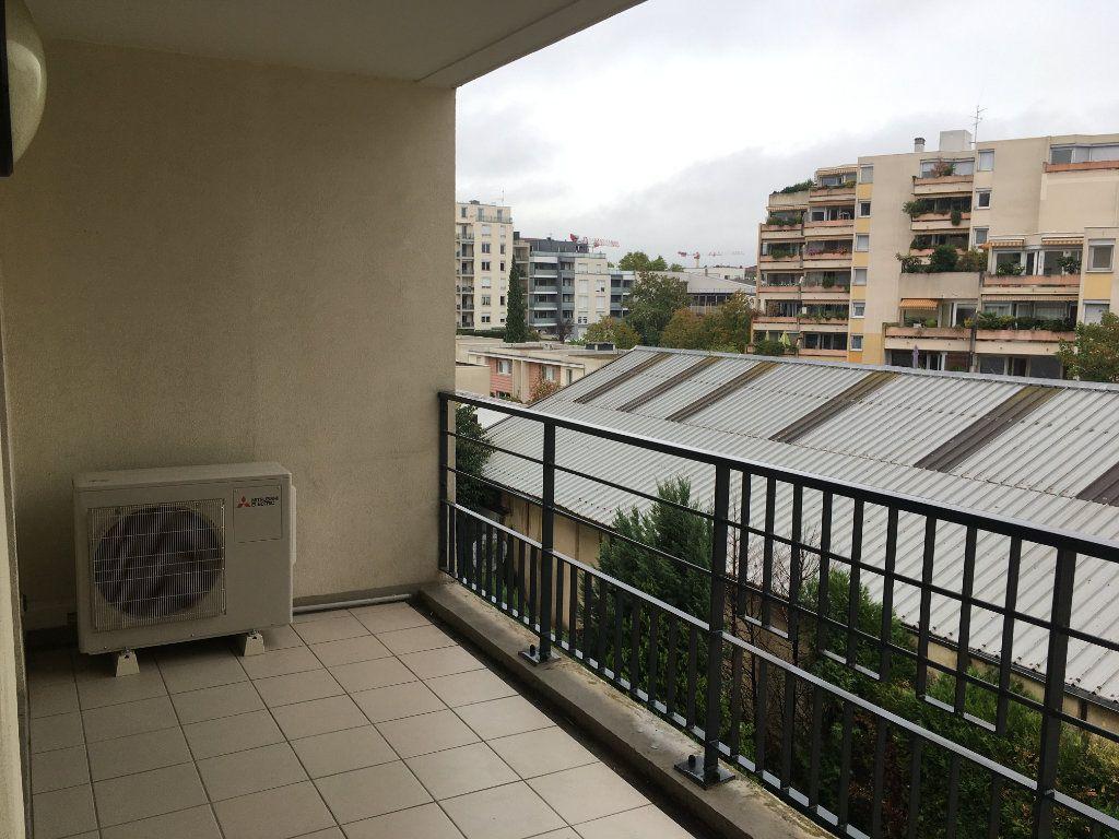 Appartement à louer 3 75.5m2 à Lyon 3 vignette-12
