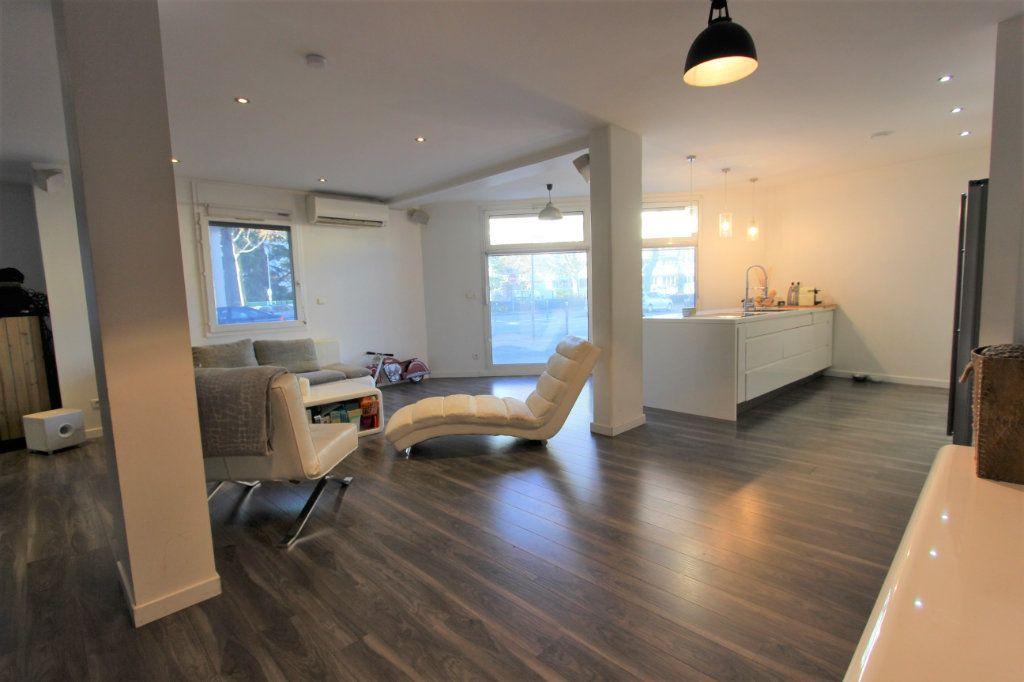 Appartement à vendre 3 93.76m2 à Villeurbanne vignette-1