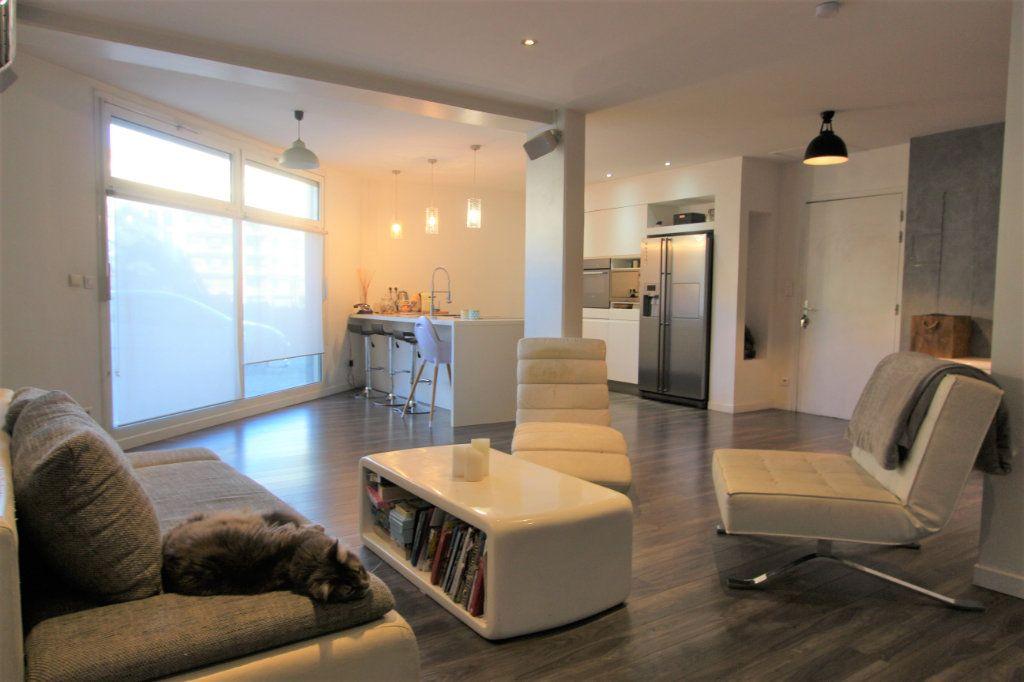 Appartement à vendre 3 93.76m2 à Villeurbanne vignette-3