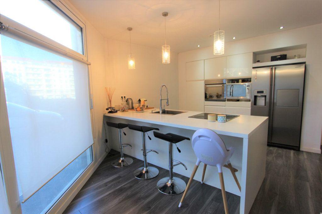 Appartement à vendre 3 93.76m2 à Villeurbanne vignette-4