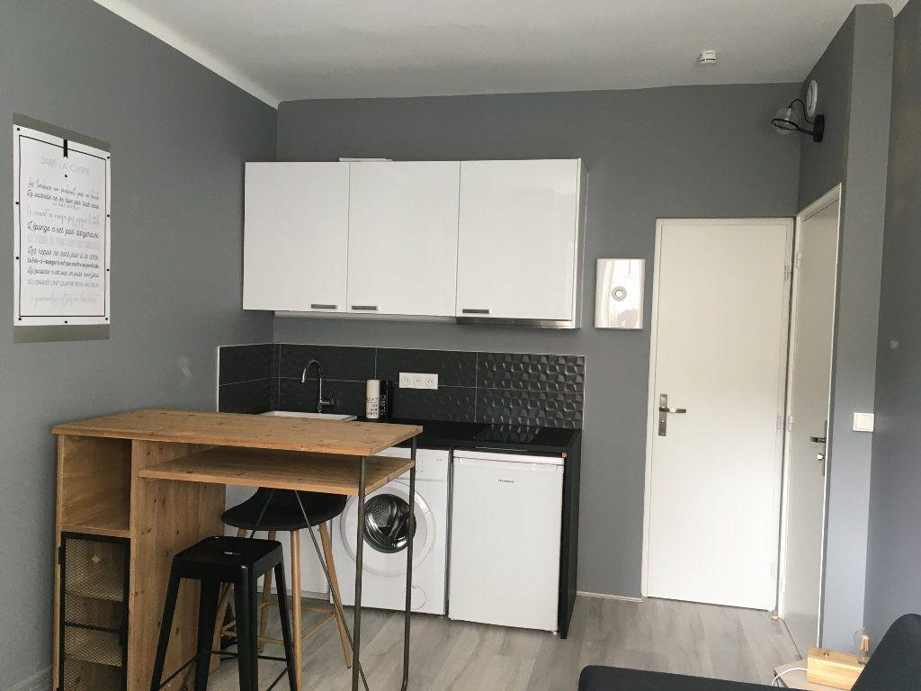 Appartement à louer 1 17.65m2 à Lyon 3 vignette-2