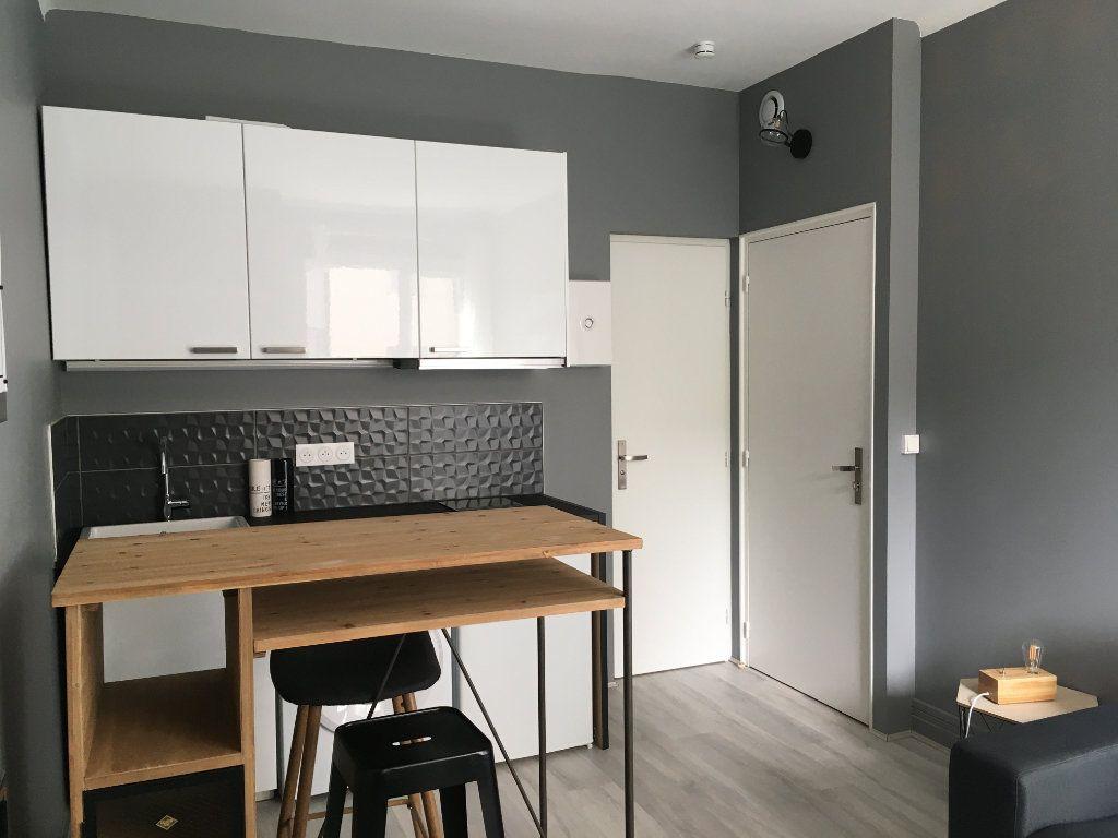 Appartement à louer 1 17.65m2 à Lyon 3 vignette-3