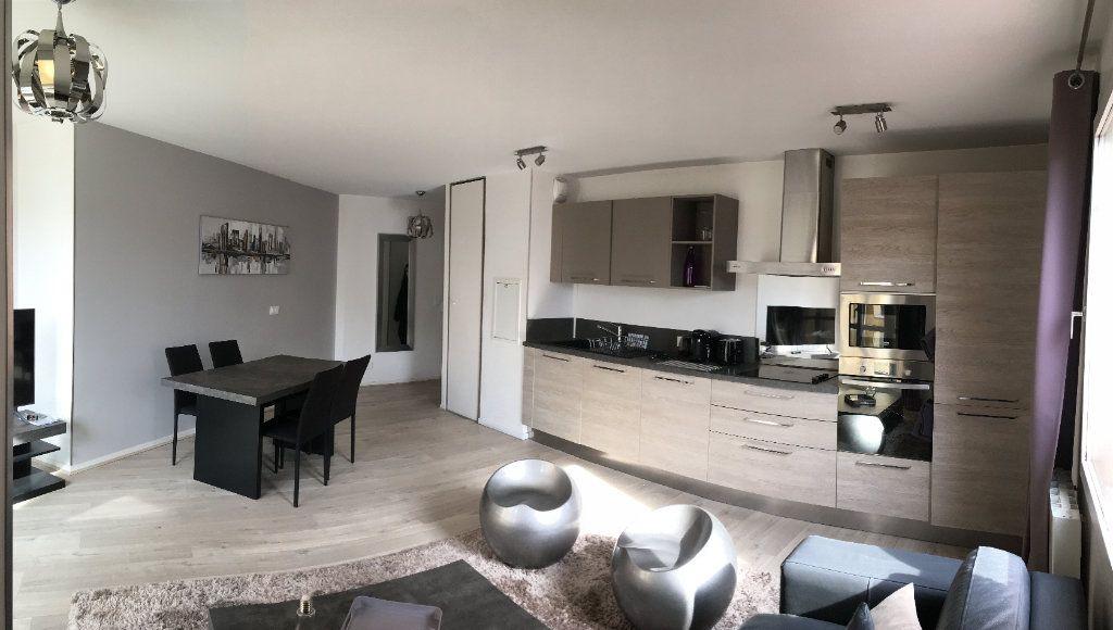Appartement à louer 3 68.03m2 à Lyon 3 vignette-1