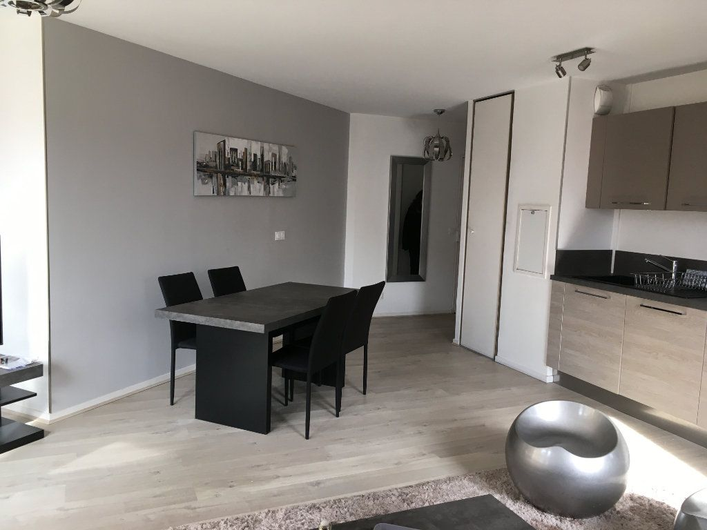 Appartement à louer 3 68.03m2 à Lyon 3 vignette-4