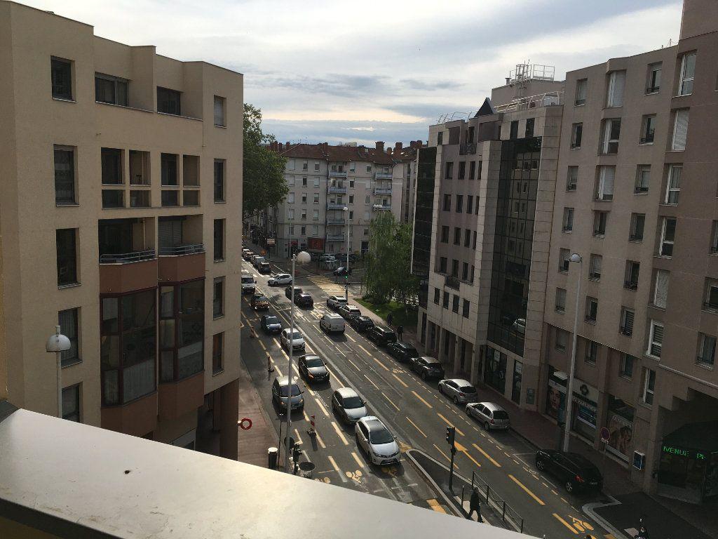Appartement à louer 3 68.03m2 à Lyon 3 vignette-7