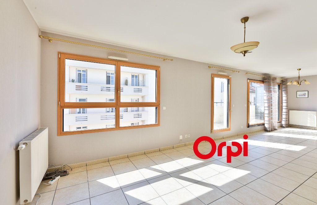 Appartement à vendre 5 121.9m2 à Lyon 3 vignette-1