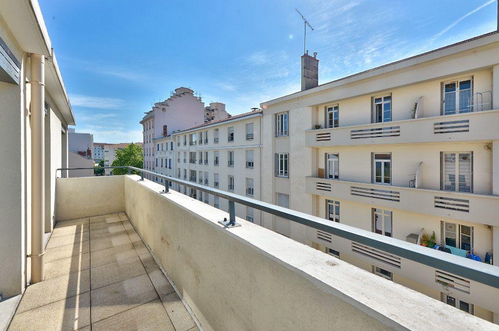 Appartement à vendre 5 121.9m2 à Lyon 3 vignette-3