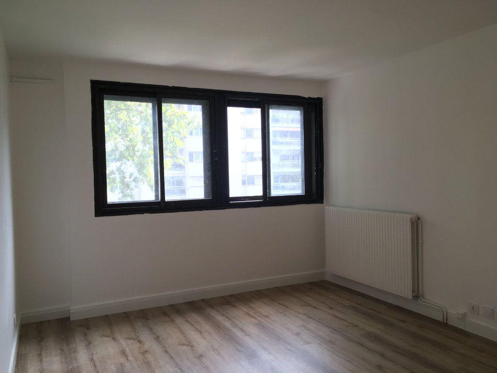 Appartement à louer 3 61.74m2 à Lyon 3 vignette-1