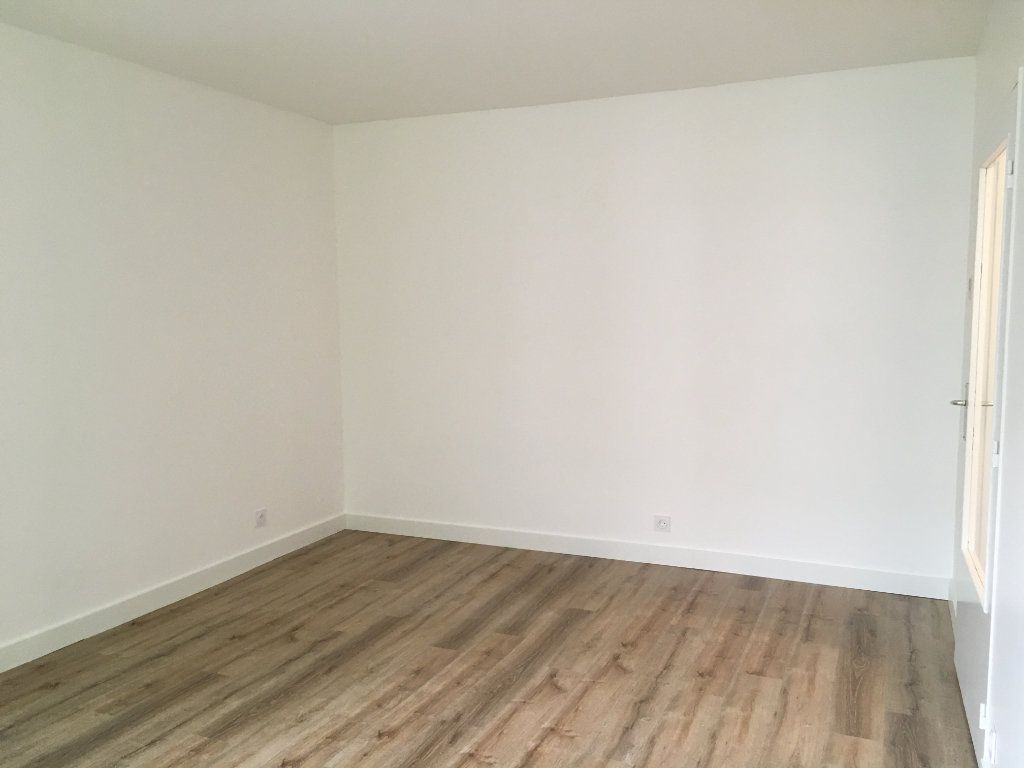 Appartement à louer 3 61.74m2 à Lyon 3 vignette-3