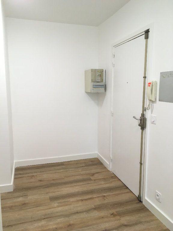 Appartement à louer 3 61.74m2 à Lyon 3 vignette-10