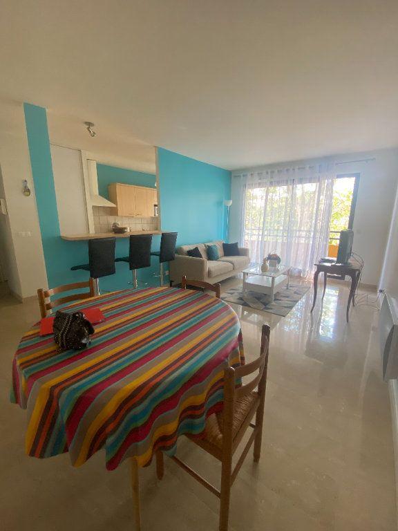 Appartement à louer 2 51.02m2 à Lyon 3 vignette-2