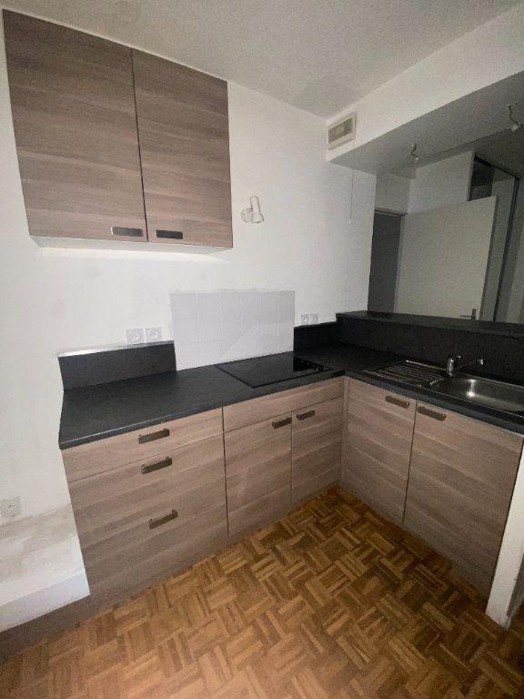 Appartement à louer 3 45.2m2 à Lyon 3 vignette-3