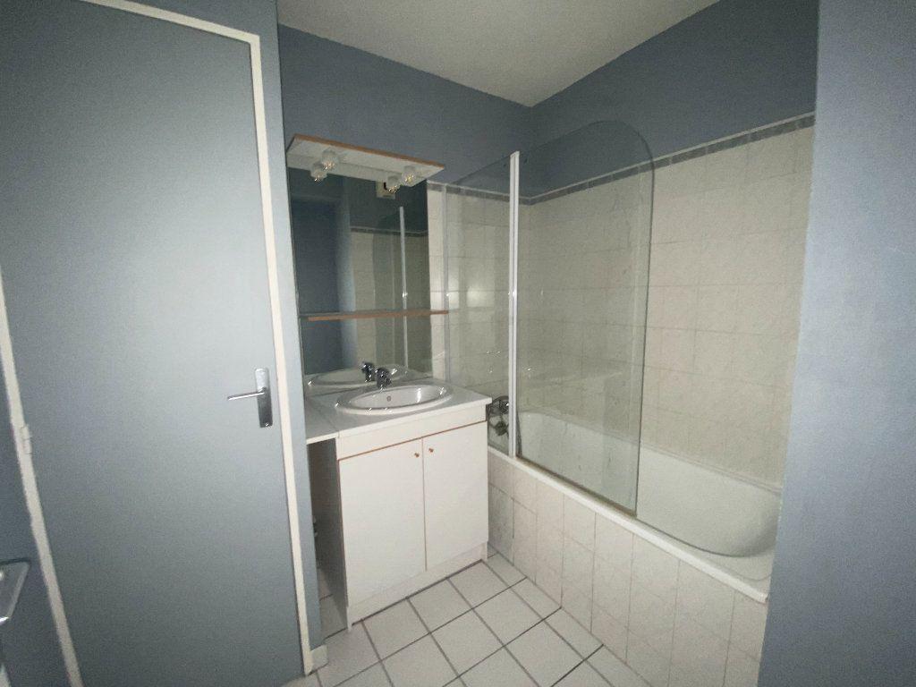 Appartement à louer 3 45.2m2 à Lyon 3 vignette-7