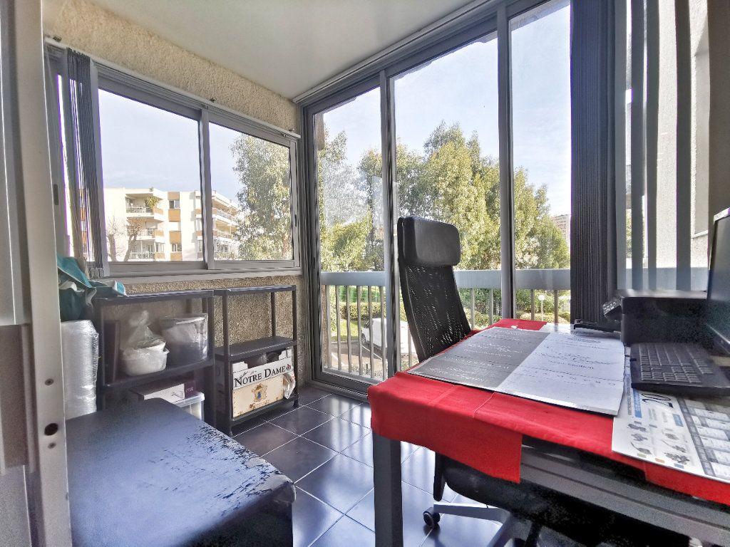 Appartement à vendre 1 25m2 à Mandelieu-la-Napoule vignette-1