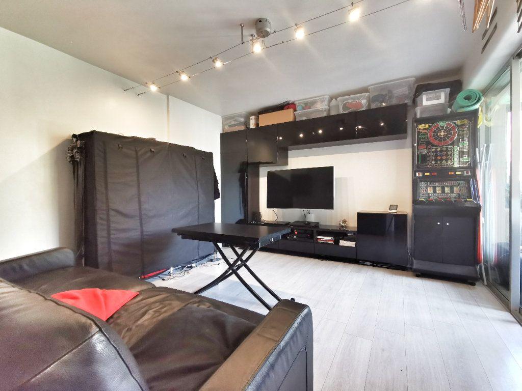 Appartement à vendre 1 25m2 à Mandelieu-la-Napoule vignette-3