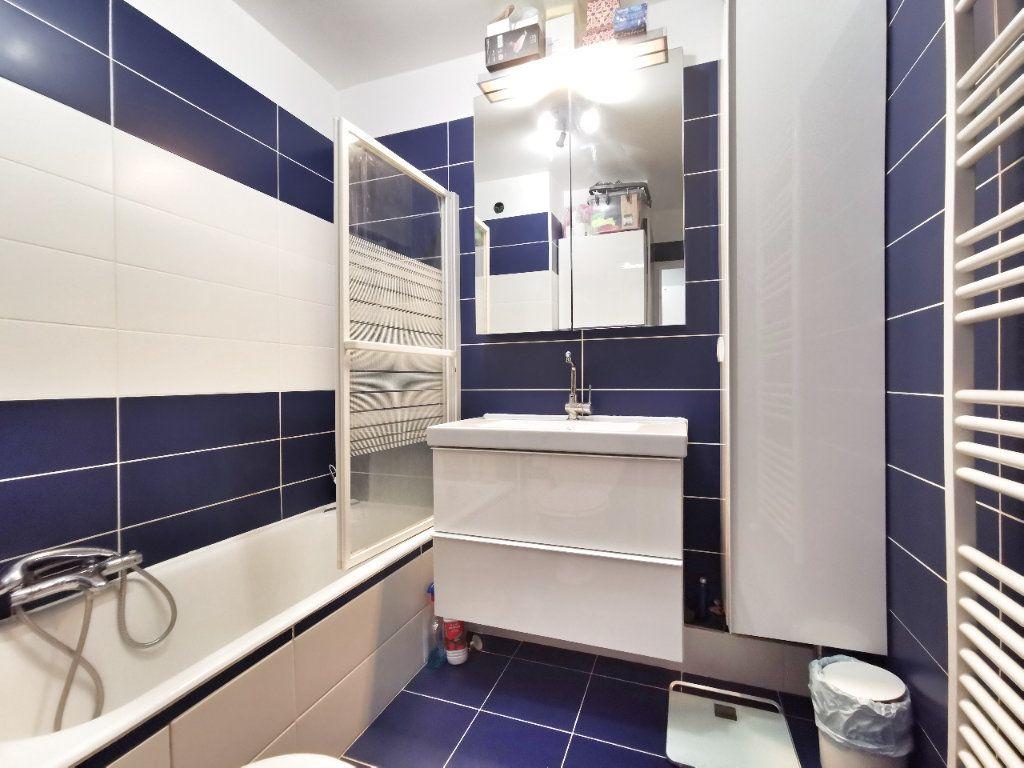 Appartement à vendre 1 25m2 à Mandelieu-la-Napoule vignette-4