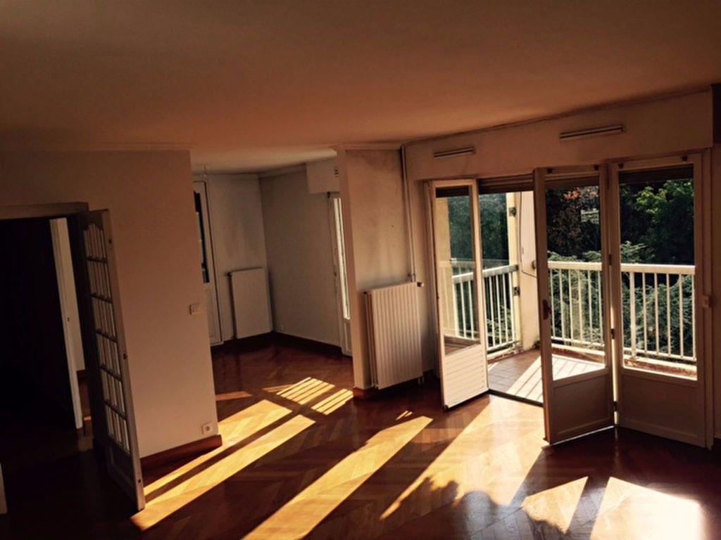 Appartement à louer 5 112.02m2 à Caluire-et-Cuire vignette-1