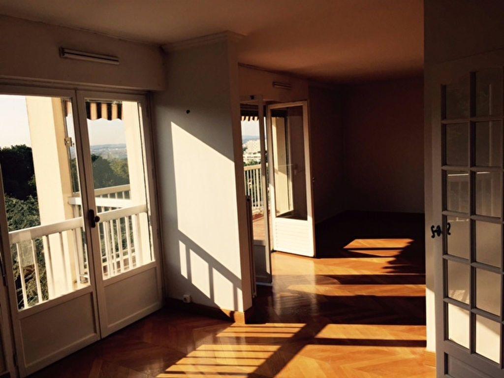 Appartement à louer 5 112.02m2 à Caluire-et-Cuire vignette-2
