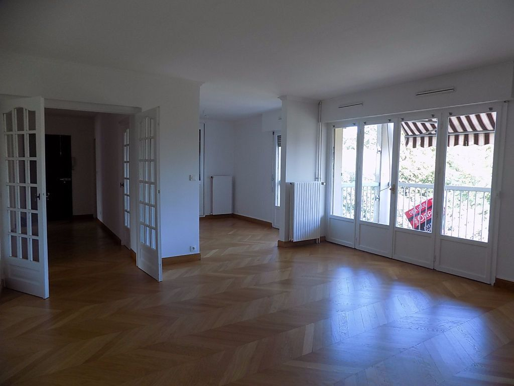 Appartement à louer 5 112.02m2 à Caluire-et-Cuire vignette-6