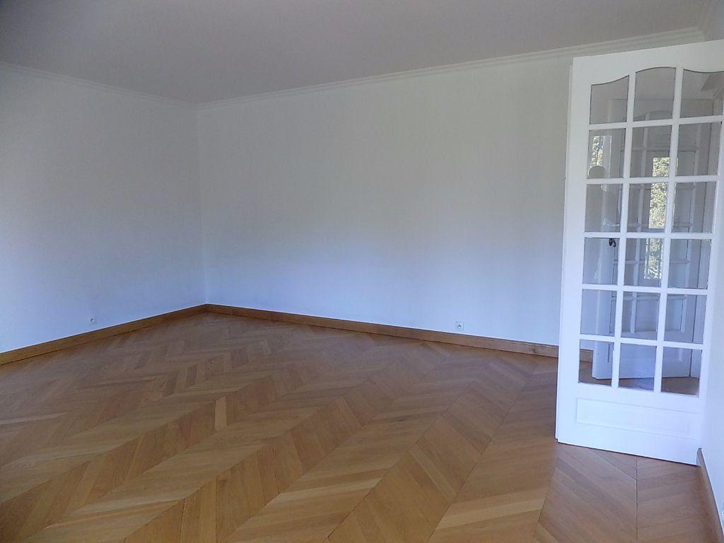Appartement à louer 5 112.02m2 à Caluire-et-Cuire vignette-10