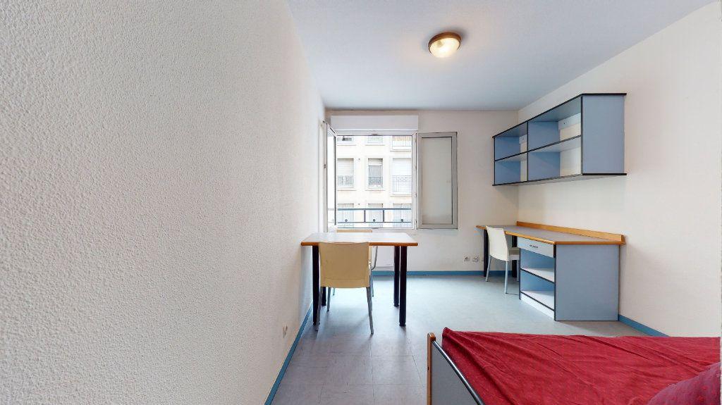 Appartement à louer 1 18.2m2 à Lyon 7 vignette-1