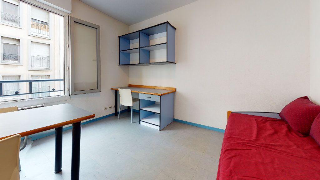 Appartement à louer 1 18.2m2 à Lyon 7 vignette-2
