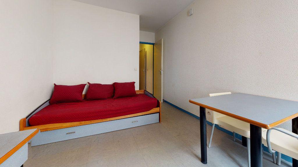 Appartement à louer 1 18.2m2 à Lyon 7 vignette-3