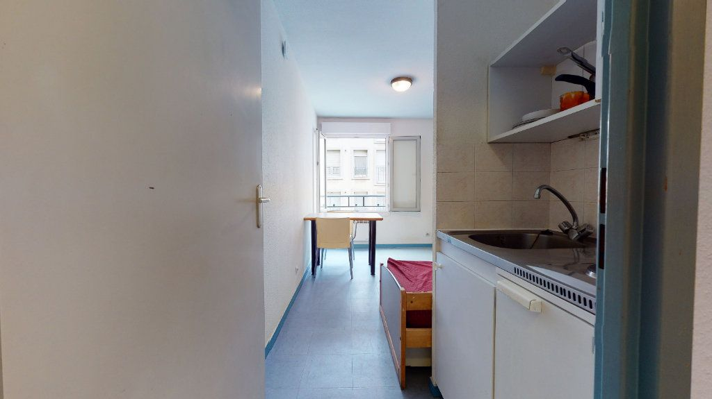 Appartement à louer 1 18.2m2 à Lyon 7 vignette-5