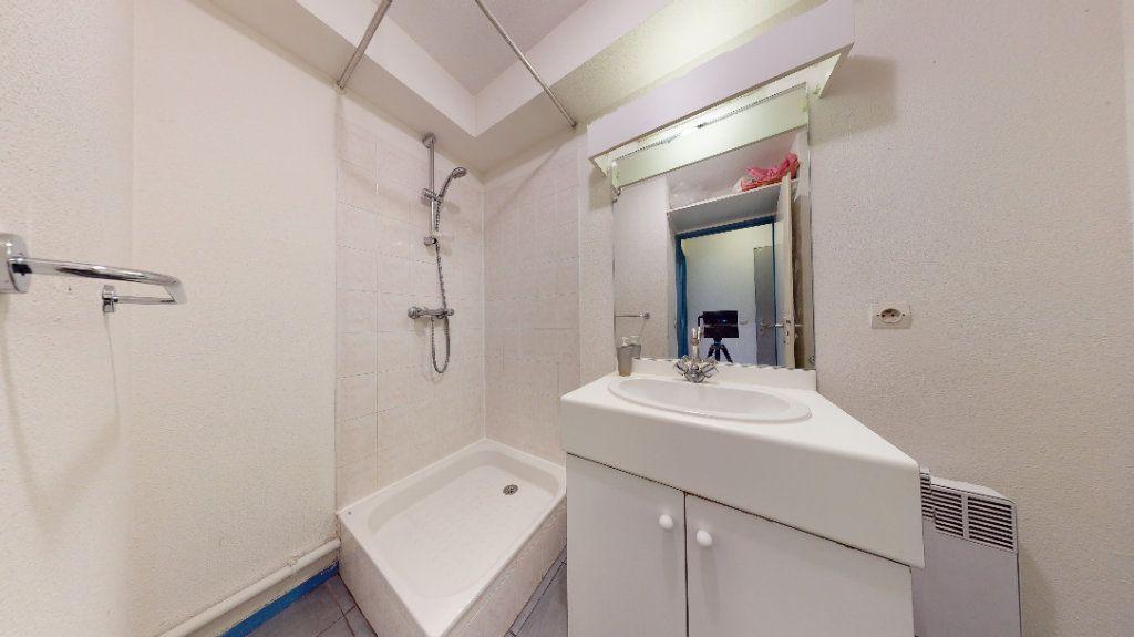 Appartement à louer 1 18.2m2 à Lyon 7 vignette-6
