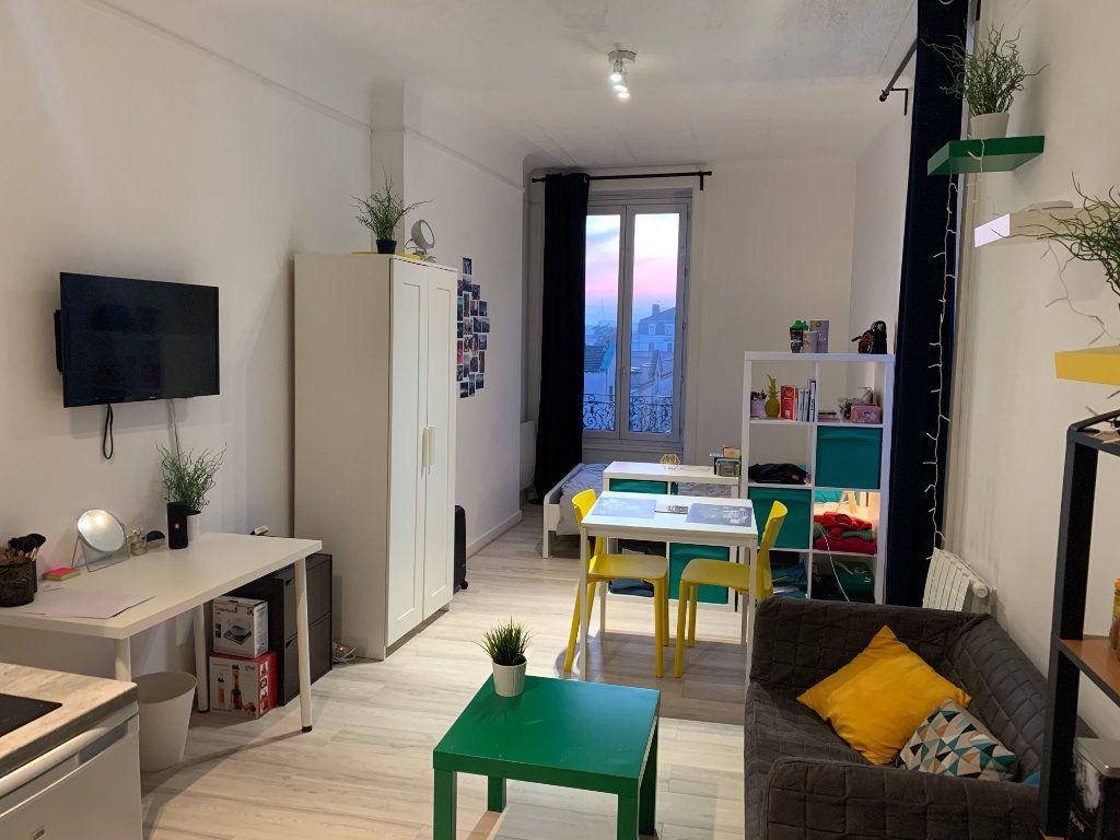 Appartement à louer 1 32m2 à Lyon 7 vignette-5
