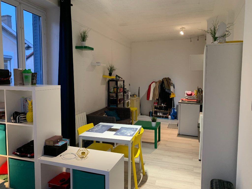 Appartement à louer 1 32m2 à Lyon 7 vignette-6