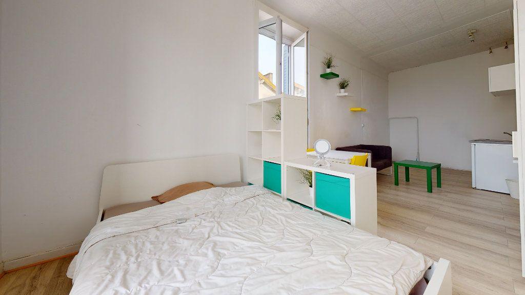 Appartement à louer 1 32m2 à Lyon 7 vignette-7
