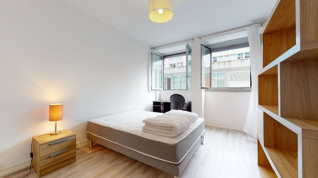 Appartement à louer 1 11m2 à Lyon 6 vignette-1