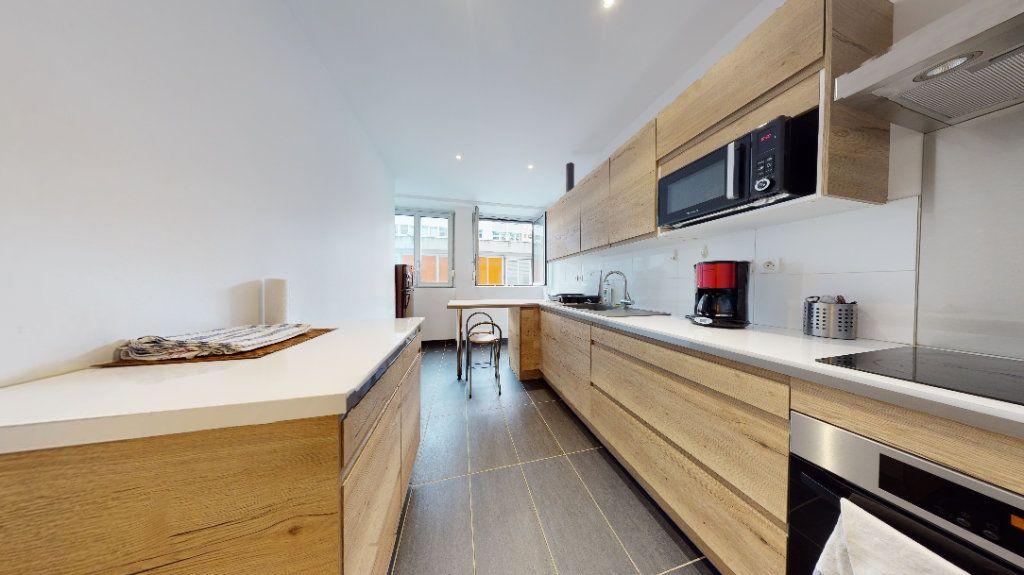 Appartement à louer 1 11m2 à Lyon 6 vignette-2