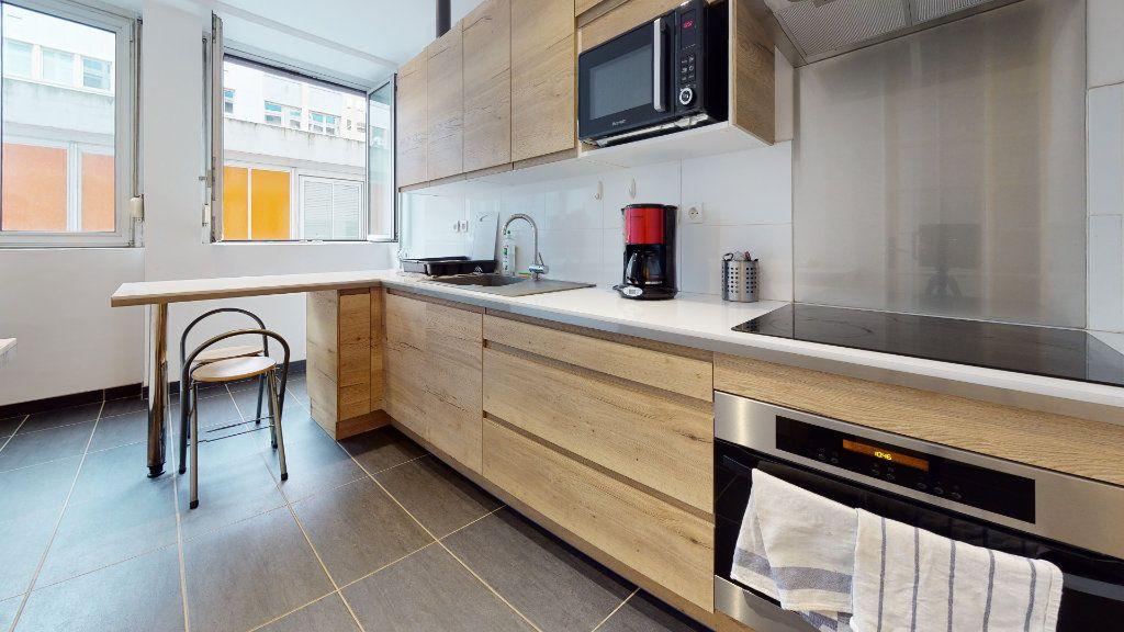 Appartement à louer 1 11m2 à Lyon 6 vignette-3